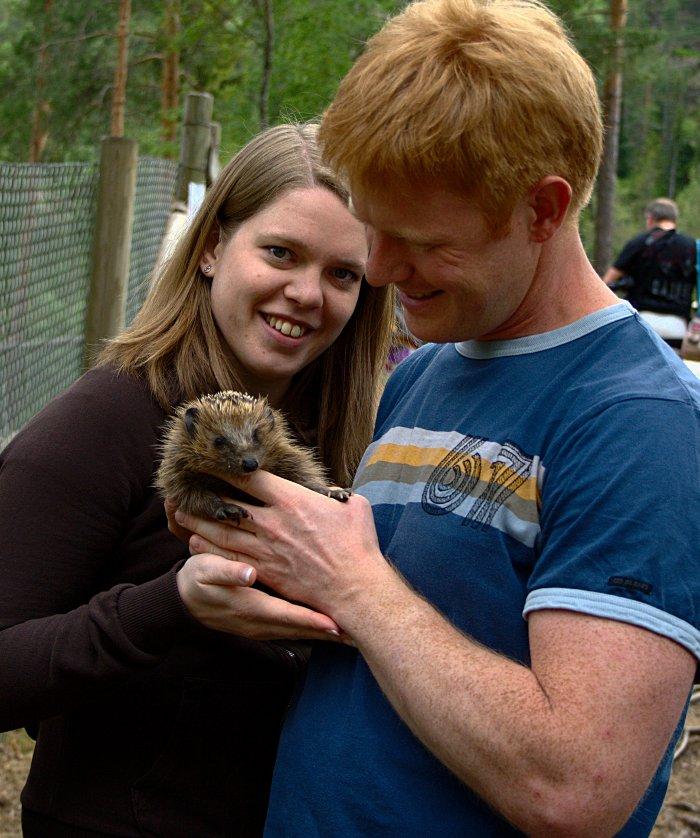 Vi fikk holde ett av pinnsvinene i parken!